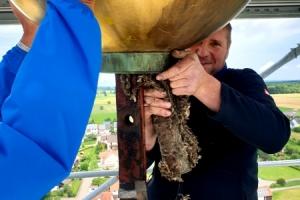 Abnahme des Turmkreuzes in Breitenthal